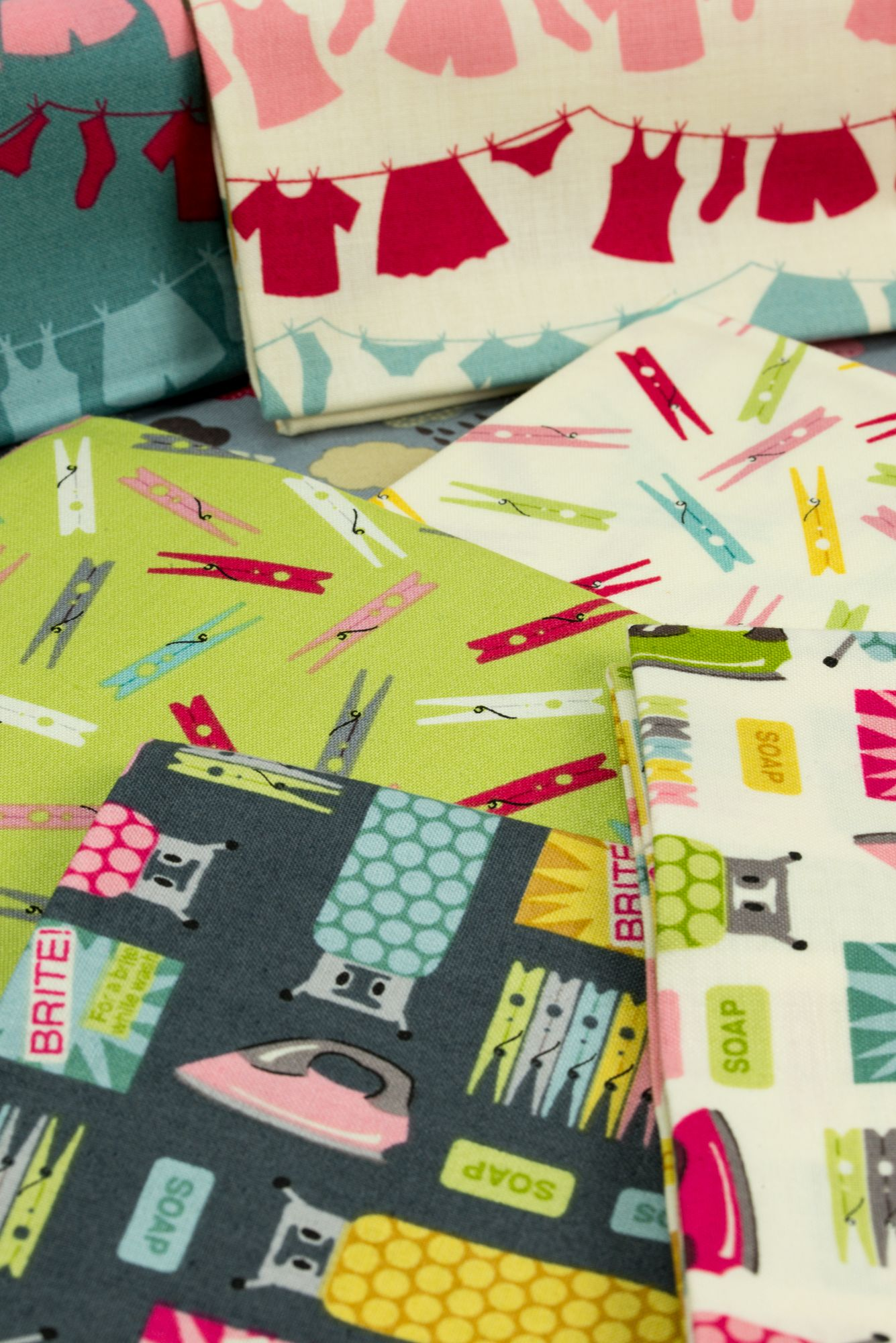 The Fun Wash Day Collection By Makower Uk Is Coming To Independent Quilt And Fabric Shops This Month Click On The Picture To Find Retro Fabric Quilting Crafts