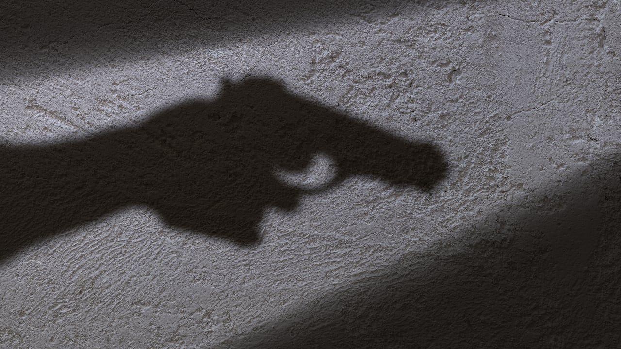 Wer eine Waffe trägt, hält andere auch eher für bewaffnet