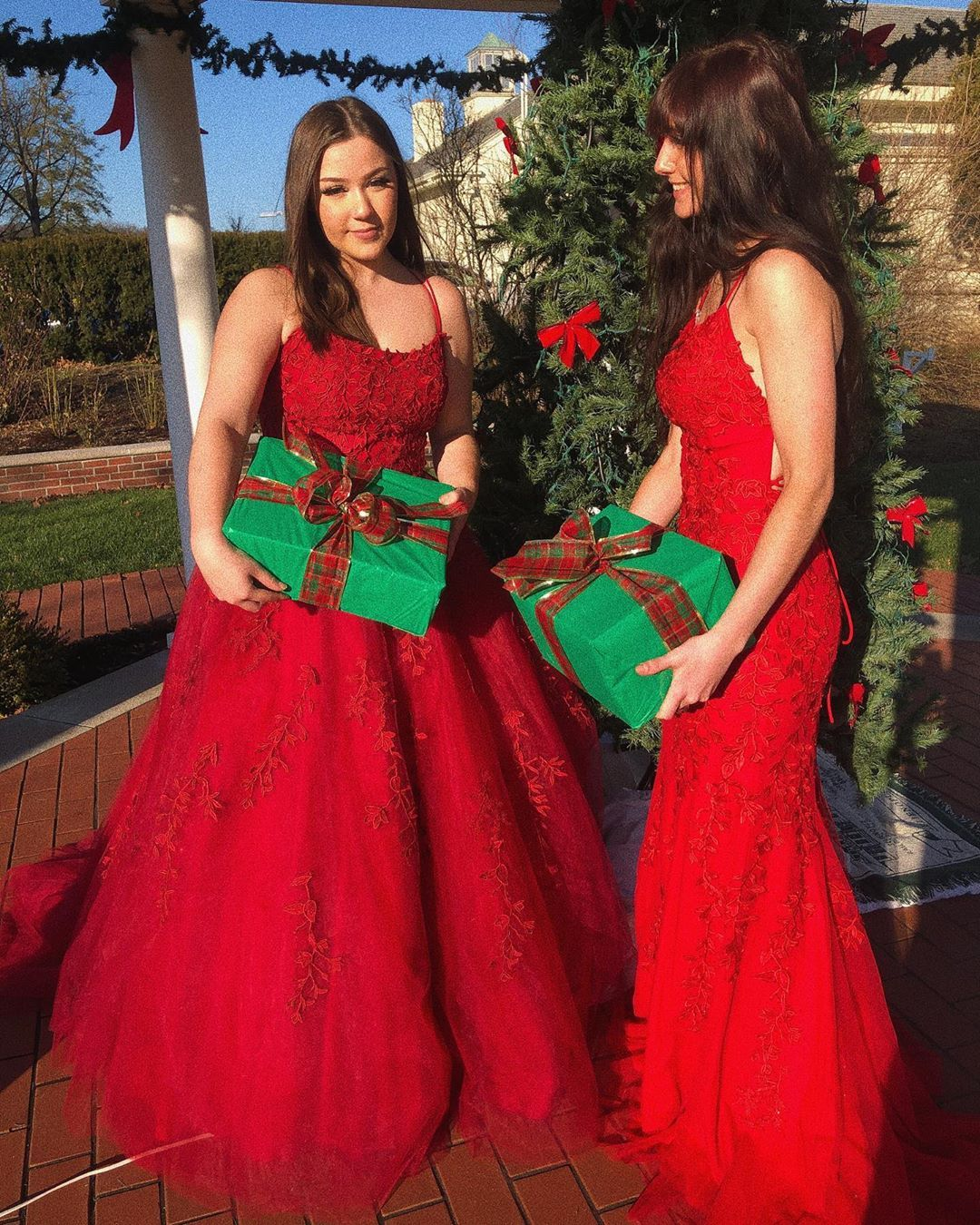 gorgeous red lace appliques long prom dresses for Christmas #christmasdress #chrstimasparty #reddresses #ballgown #formaldress