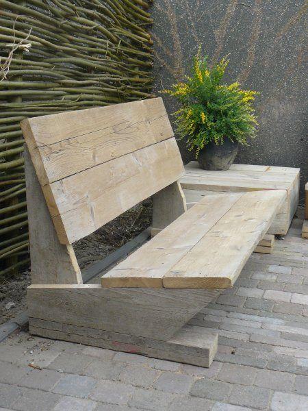 Banco de praça feito de pallets de madeira, tábuas de banco do jardim...
