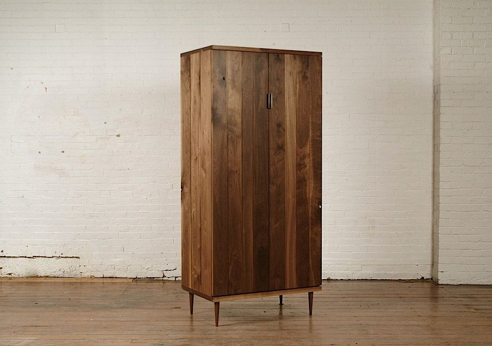 Bon Mid Century Modern Armoire. 3,400.00$