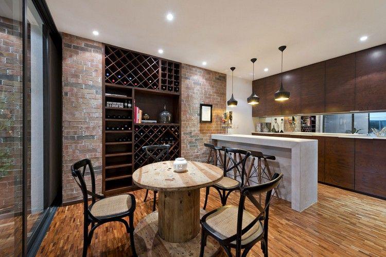 inspiration cuisine industrielle, sol en parquet massif, table ronde ...