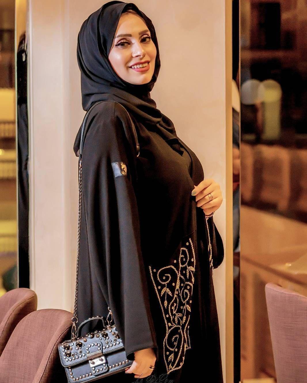 Repost Radwagalalofficial With Instatoolsapp بتحبوا العباية سادة ولا فيها تطريز او شك My Abaya From Rsa Couture Fashion Abaya Fashion Arab Celebrities