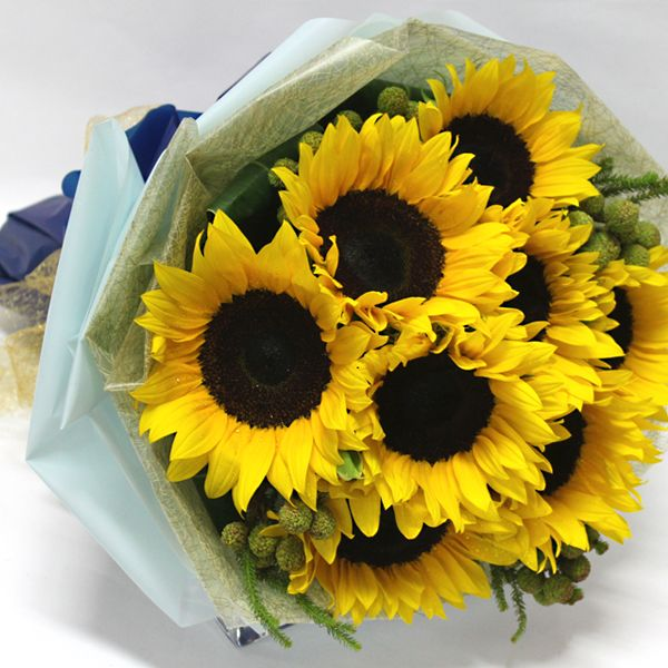 Sunrise Bouquet These Joyful Sunflowers Radiate The Warmth Of The Sun Right To The Bottom Of Our Hearts Ideal For The Sunflower Lover Girasoles