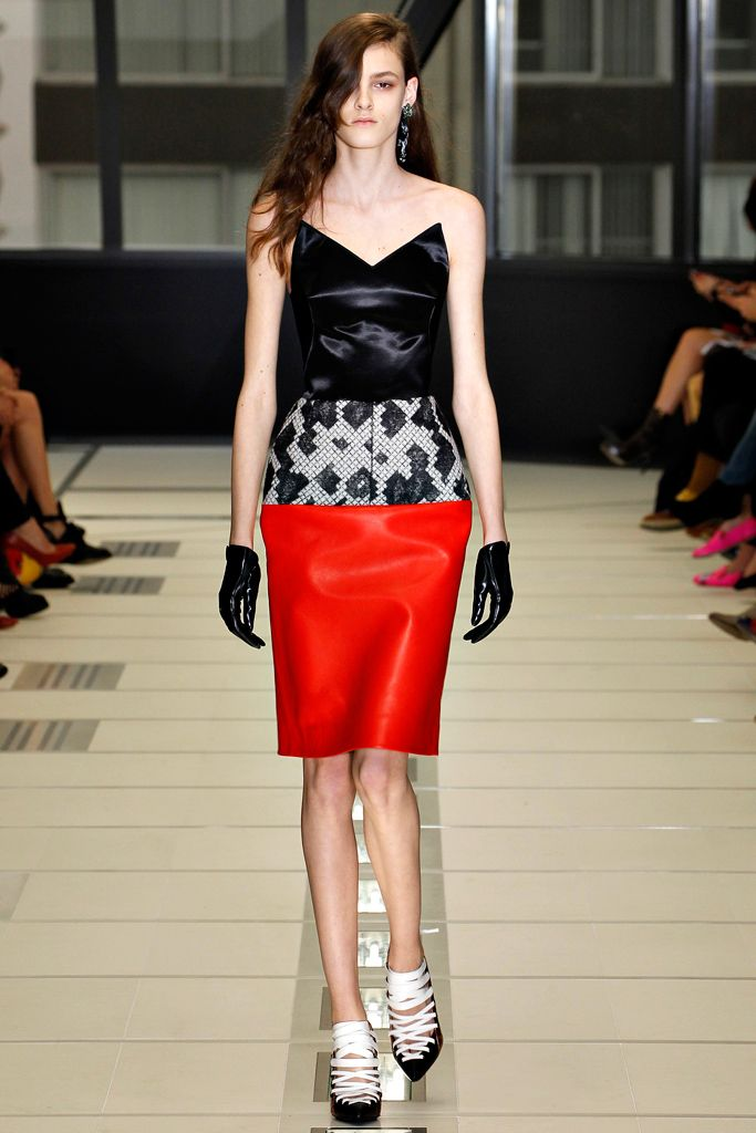 Balenciaga: the only piece I like, unless I was a space alien with a non-female humongous orb-shaped body.