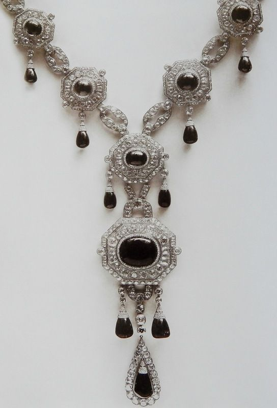 Grand Duchess Elizabeth Fyodorovna Emeralds  Queen Marie of Yugoslavia, Mignon received the marvelous emerald parure for her wedding.