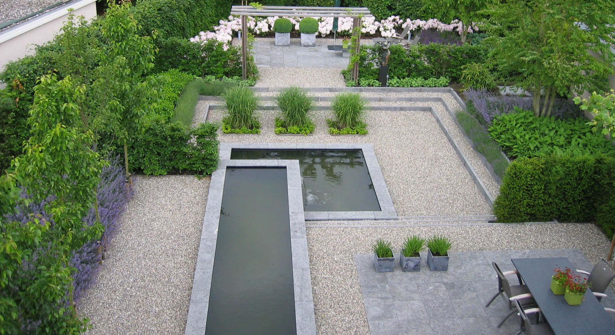 Rodenburg tuinen sierlijke tuin met spiegelvijver met niveauverschillen een ruime tuin met een - Tuin grind decoratief ...