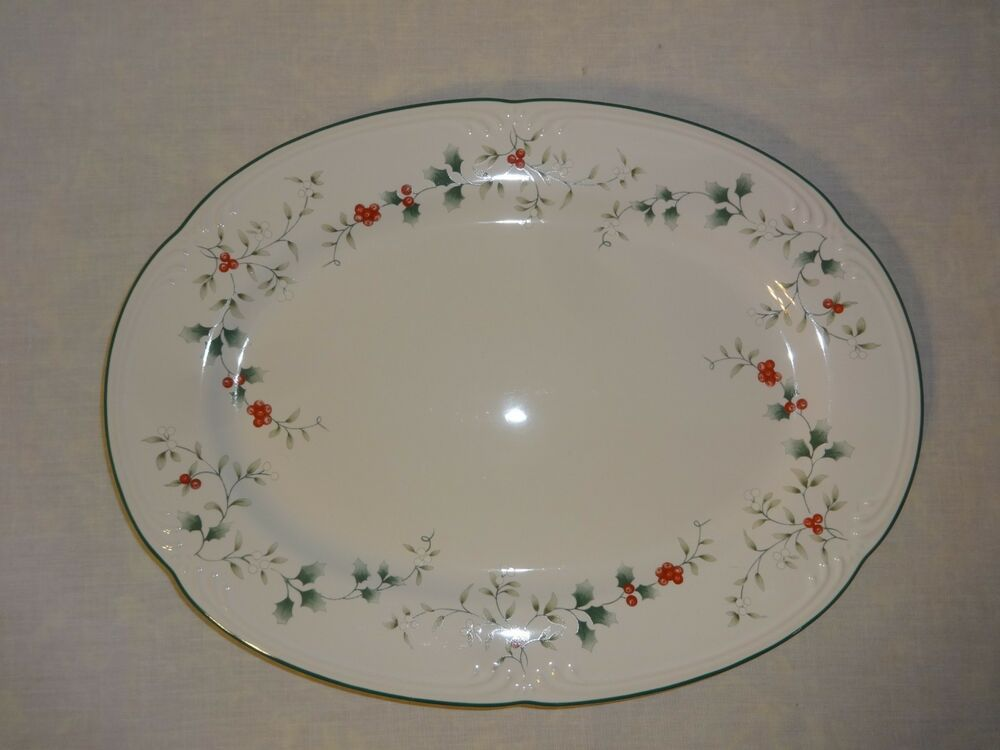 Christmas Platter Plates.Pfaltzgraff Winterberry 14 1 2 By 10 1 2 Oval Christmas