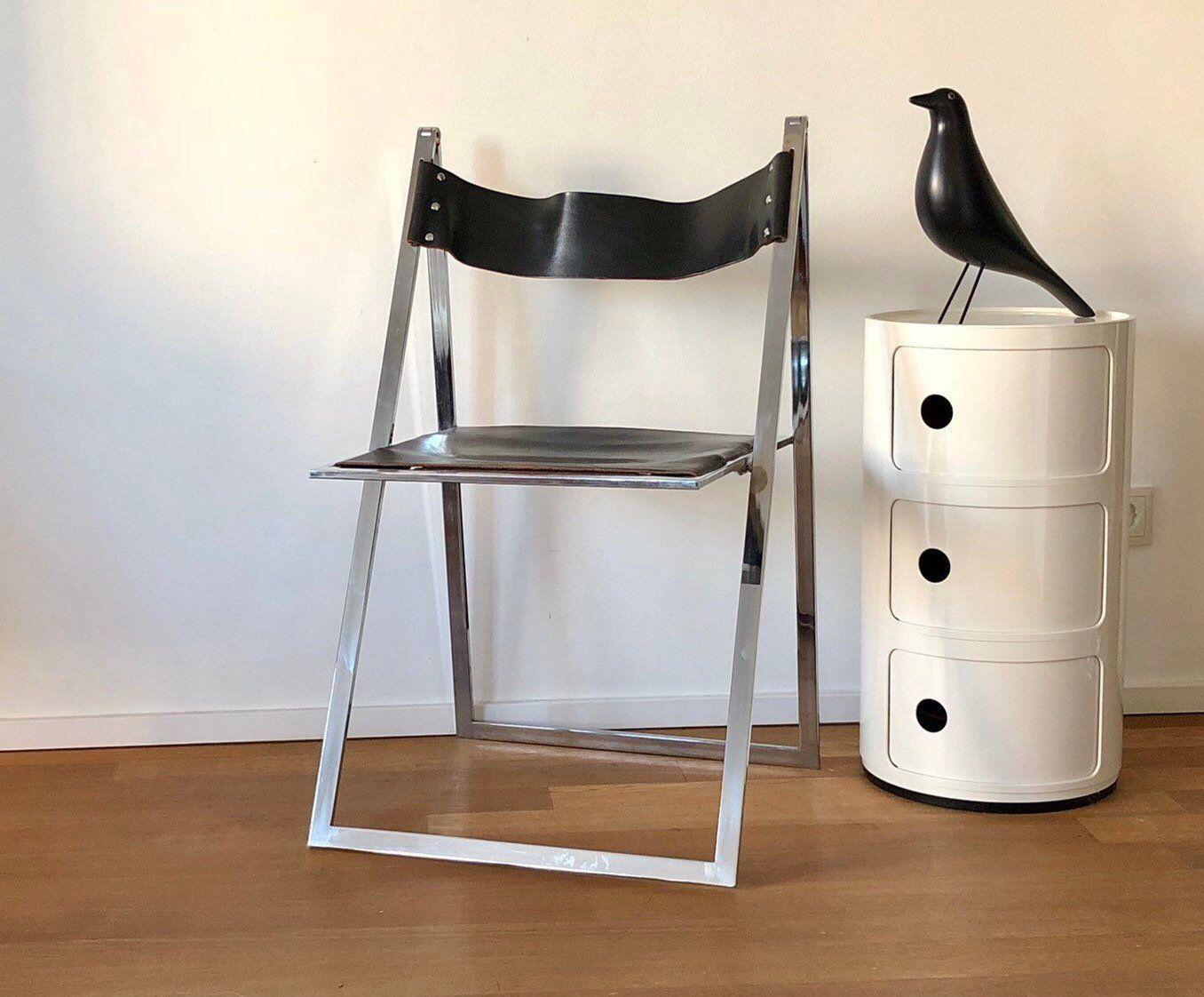 Freue mich, euch diesen Artikel aus meinem Shop bei #etsy vorzustellen: 70er Jahre Stuhl zum Klappen von Interlübke aus Chrom und Leder (ohne Dekoration).  #möbel #klappstuhl #chromstühl #stapelstuhl  #innendekoration #vintage #moebelglueck #vintageklappstuhl #retrostuhl #designklappstuhl #schönerwohnen #designstuhl #urbanrefinds  #designchairs #chromklappstuhle #retroklappstuhl #vintageklappstuhle #retroklappstuhle #foldingchairs #midcenturychairs