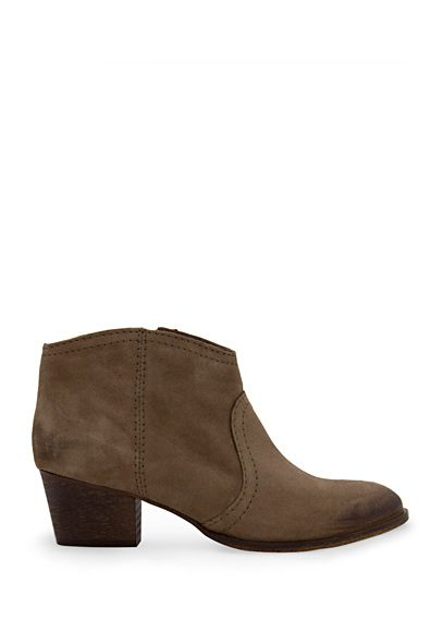 A basic shoe that every woman should own (in my opinion): wild leather boots. Simple, but I still don't one a pair. I still want these...:S.