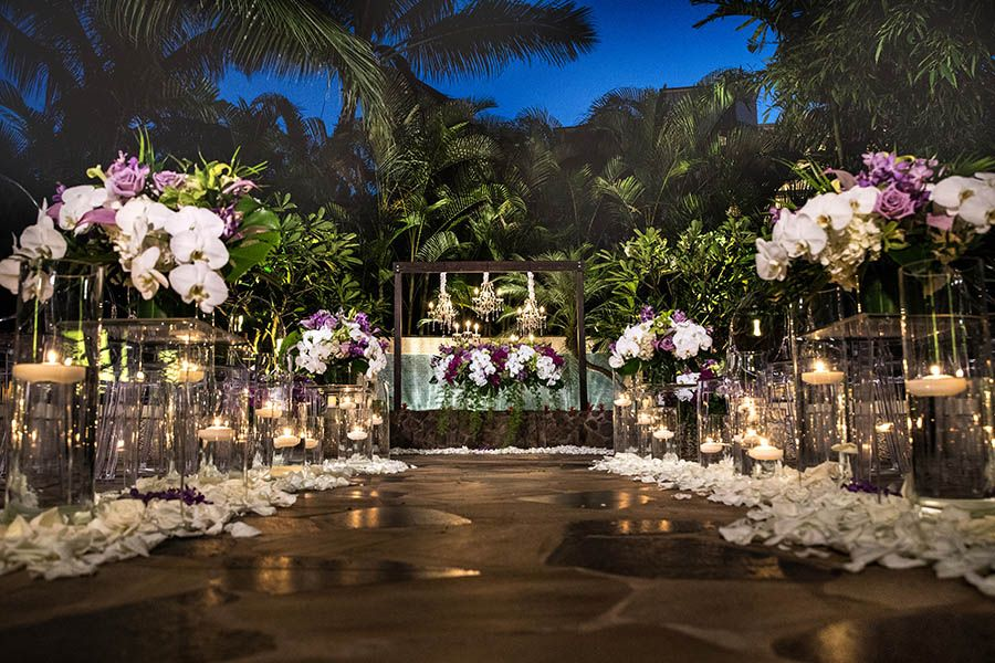 Disney Wedding In A Tropical Oasis At Aulani Oahu Wedding Venues Oahu Wedding Locations Oahu Wedding