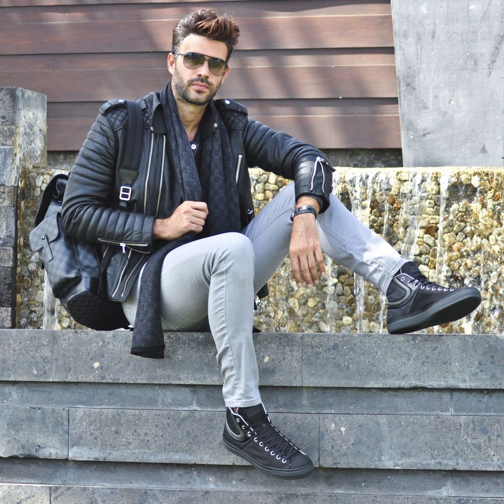 Chic Bad Boy Louis Vuitton Christian Bendek S Blog Alex Turner Leather Jacket Celebrities Leather Jacket Celebrity Jackets [ 1024 x 1024 Pixel ]