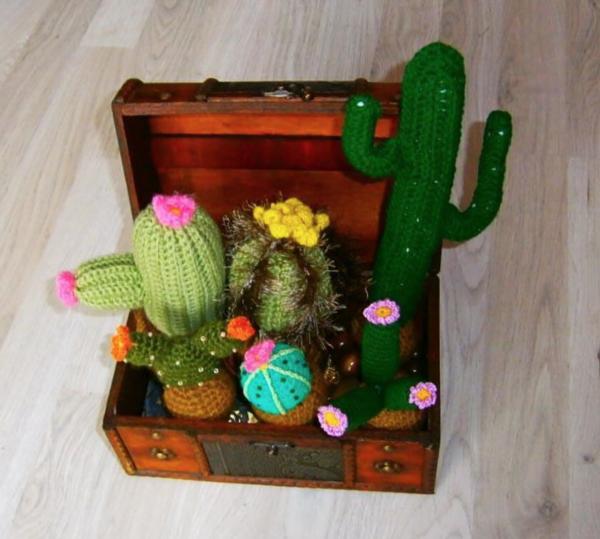 Craftsy's FavouriteToys sells the @crochet patterns for this 6 cacti set