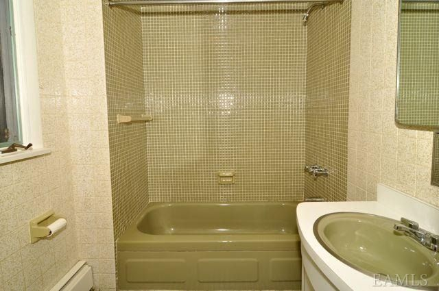 avocado green bathroom - Google Search | Green bathroom ...