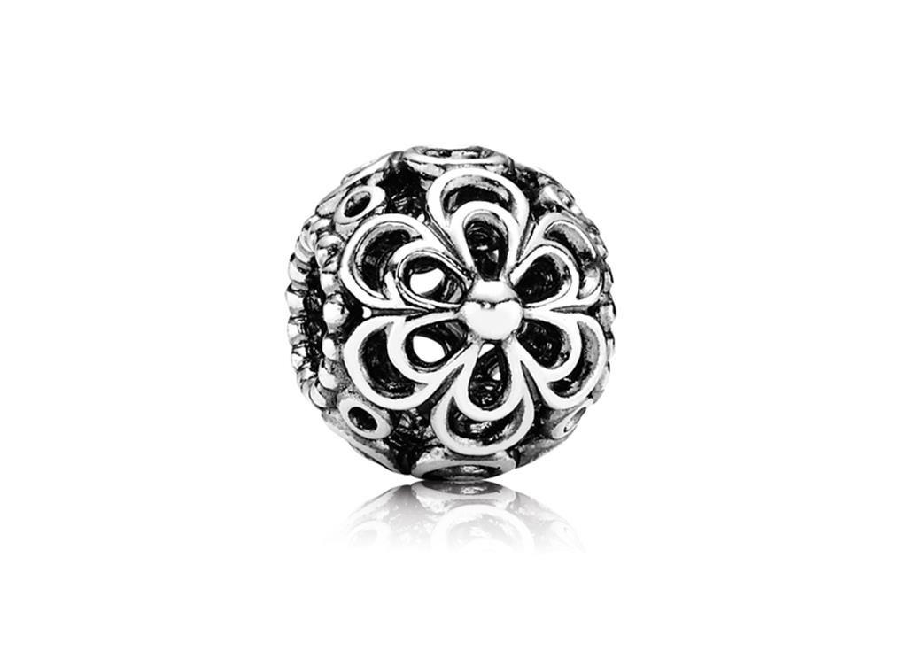Charm de Prata Vazado Flor de Maça - Bem-vindo - Pandora Joias