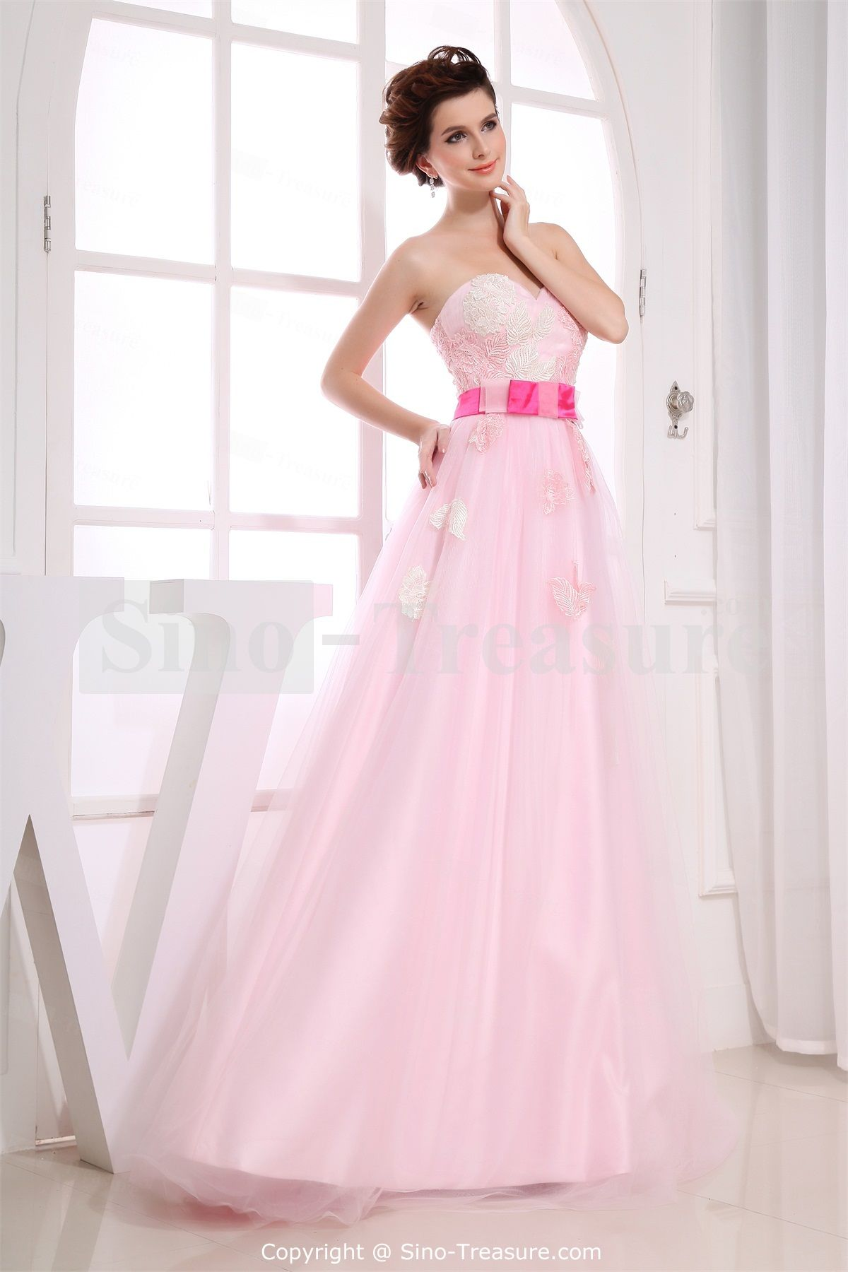 This beautiful dress is designed by sinotreasurehope you like it