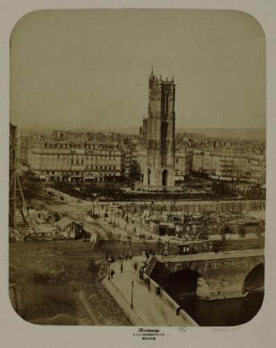 La tour Saint-Jacques, l\u0027aménagement de la nouvelle place du