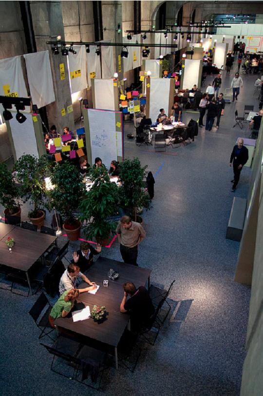MuseoMix, un évènement dont la 2e édition se tenait du 19 au 21 octobre 2012 au musée Gallo-romain de Lyon, qui est un bon exemple pour questionner les dispositifs créatifs, en comprendre leurs forces et leurs limites.