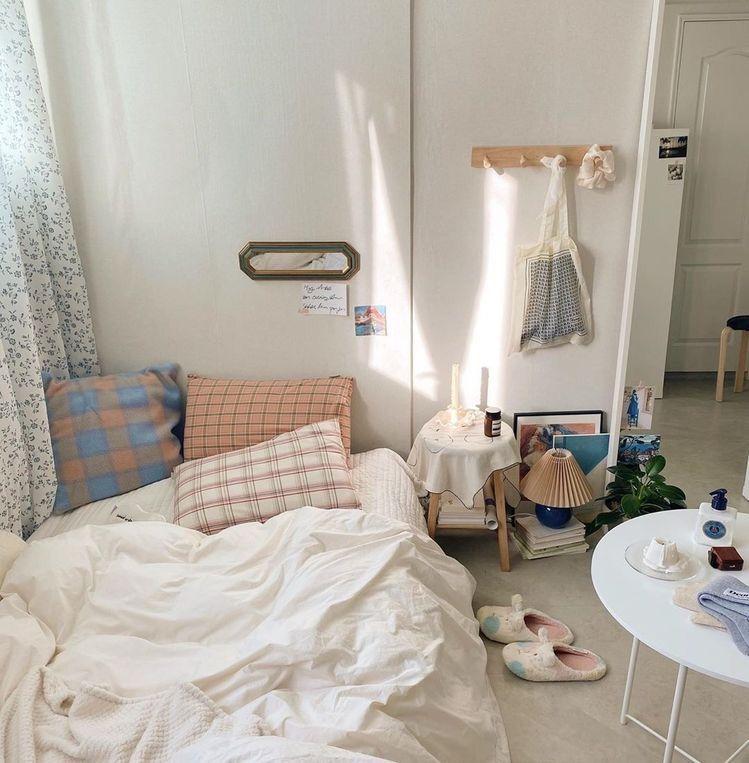 ៹ 𝖯𝖩𝖬𝖢𝖠𝖥𝖤 in 2020 | Aesthetic bedroom, Minimalist room ...