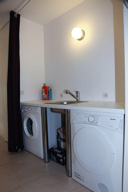 Plan Buanderie espace buanderie, machine à laver et sèche linge. evier, et plan de