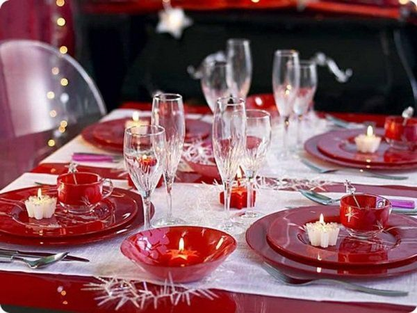 Beautiful-Red-and-White-christmas-Table-Decorations.jpg (