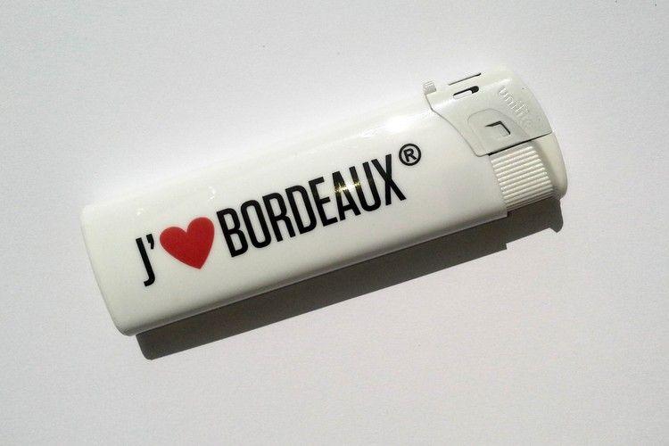 Briquet blanc de la marque J'aime BORDEAUX©. Un chouette petit cadeau souvenir de Bordeaux !