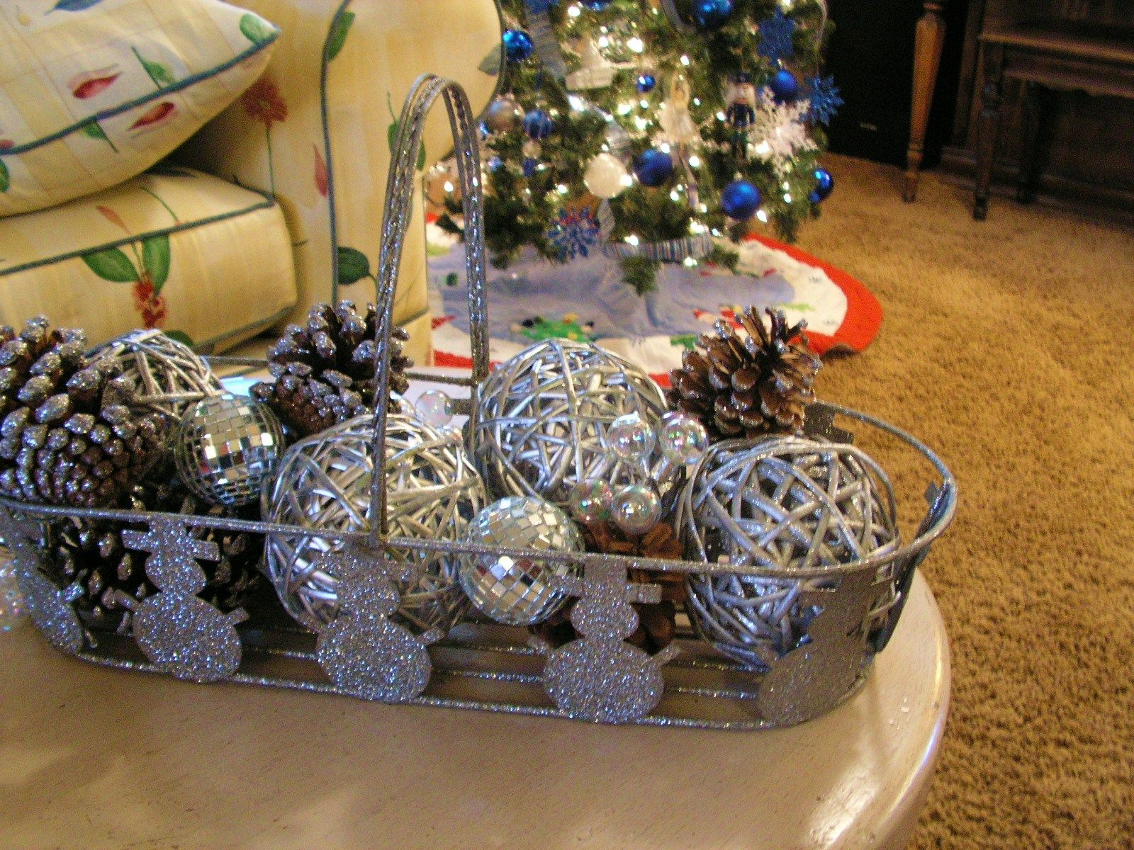 Decorated Christmas Balls Christmas Fireplace Decorfireplace Mantel Christmas Decorating