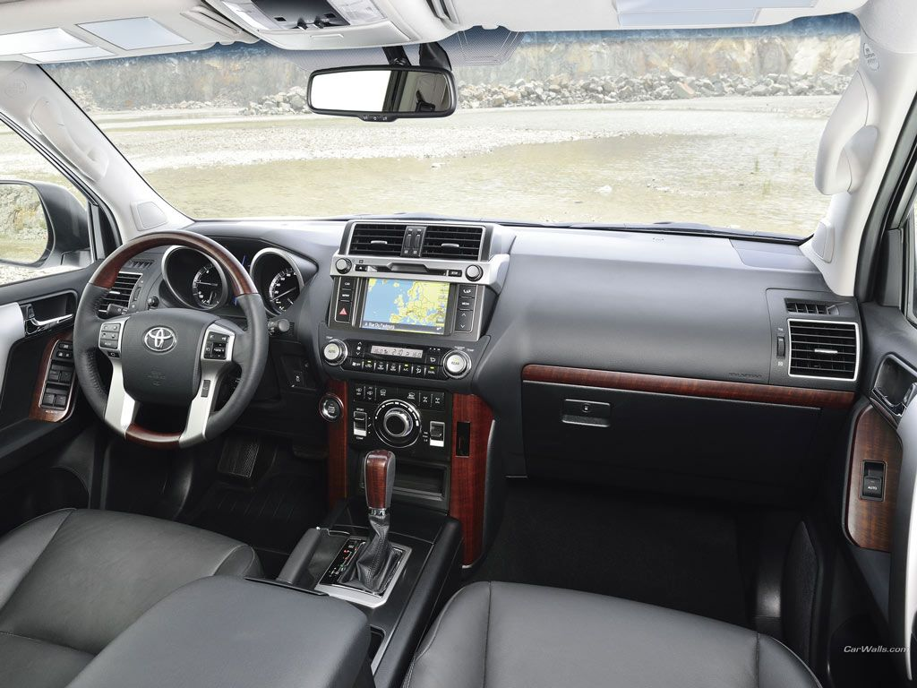 Toyota land cruiser 2014 interior