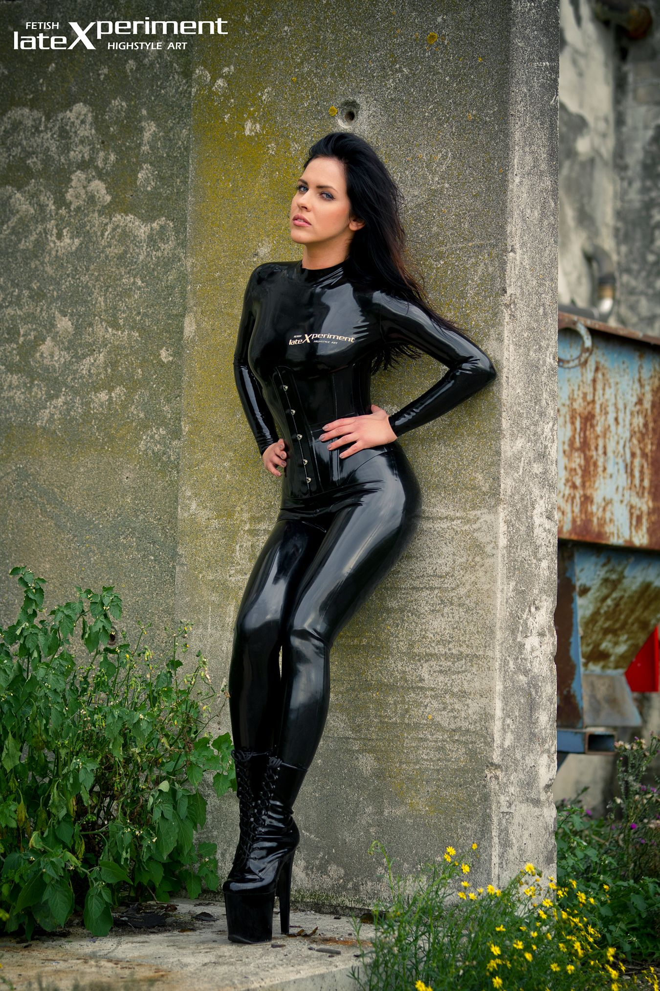 Shiny black latex outfit and fetishwear of sexy cougar olivi - 5 7