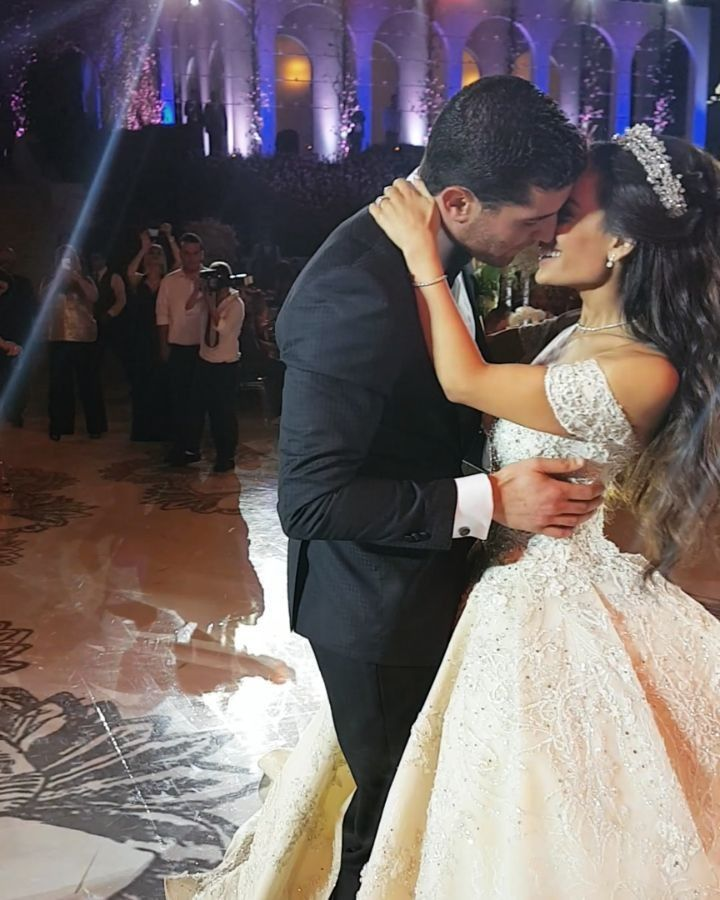 """Wedding Family Picture Guide: """"Is This The Cutest First Dance Ever Or What 😍😢 !?"""