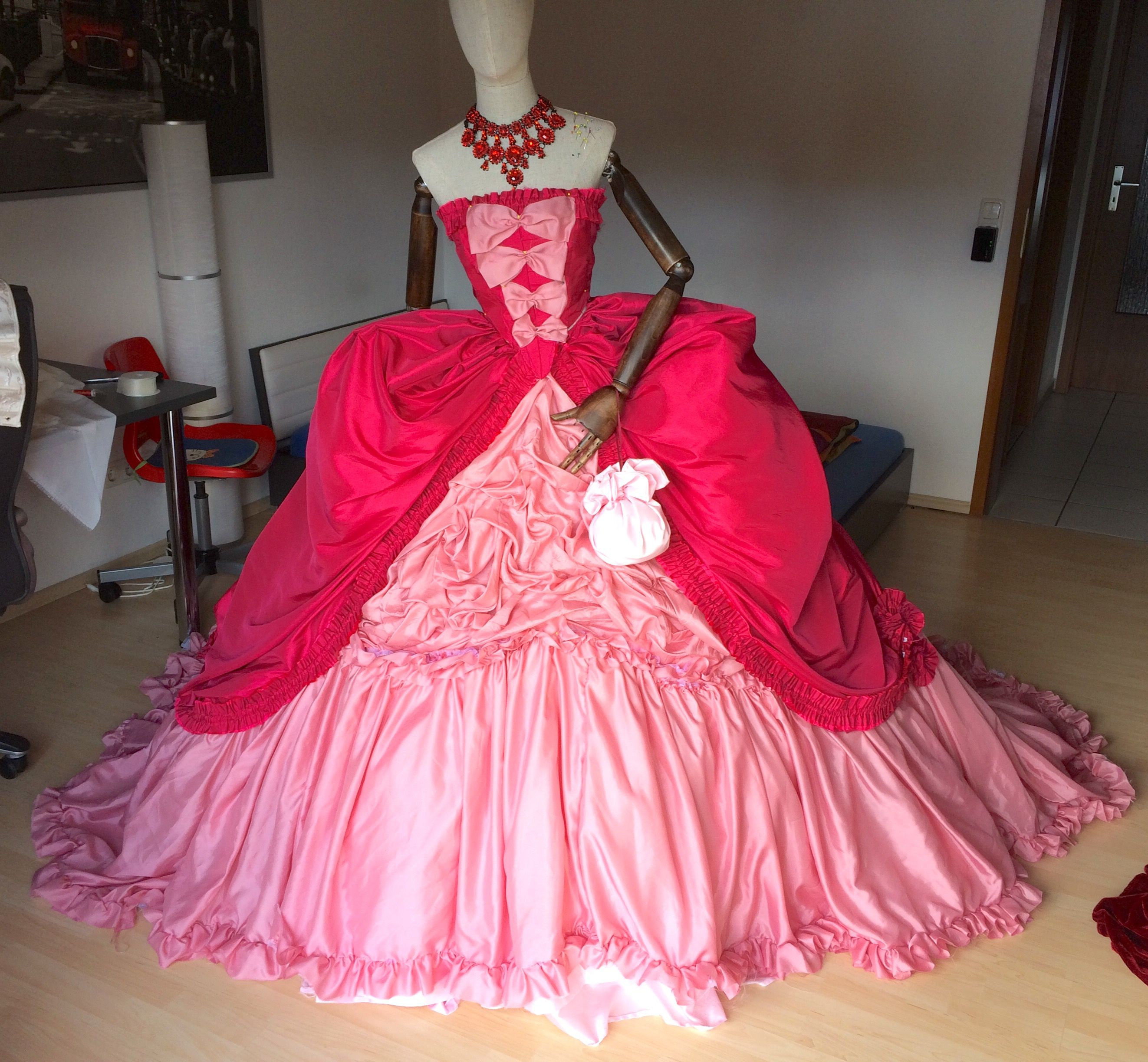Soiree Kleid aus Saphirblau nachempfunden von Anton Krug | Liebe ...
