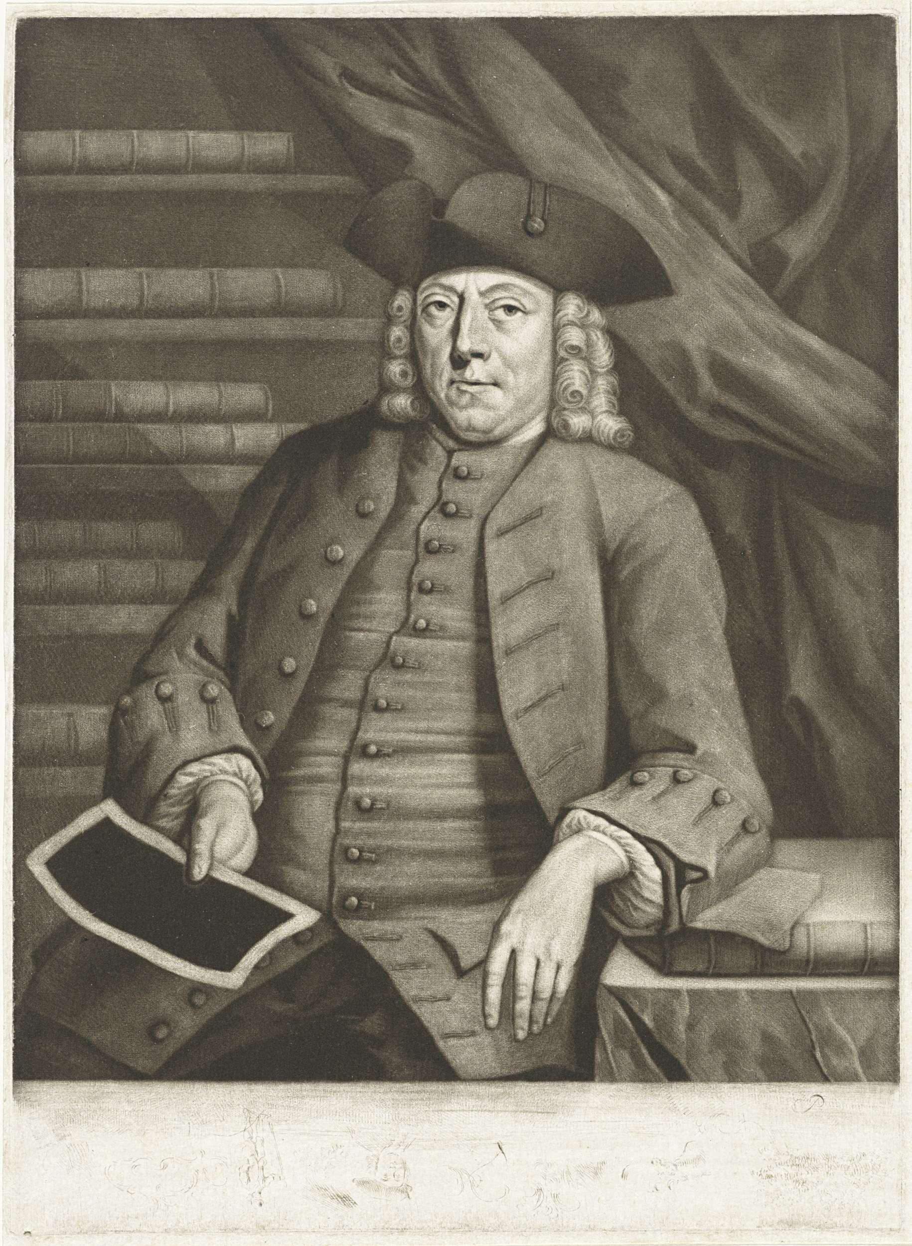 Pieter Louw | Portret van Hendrik Busserus, Pieter Louw, 1743 - 1772 | De kunstverzamelaar en graveur Hendrik Busserus met in de hand een prent. Hij zit naast een tafel voor een geopende kunstkast.
