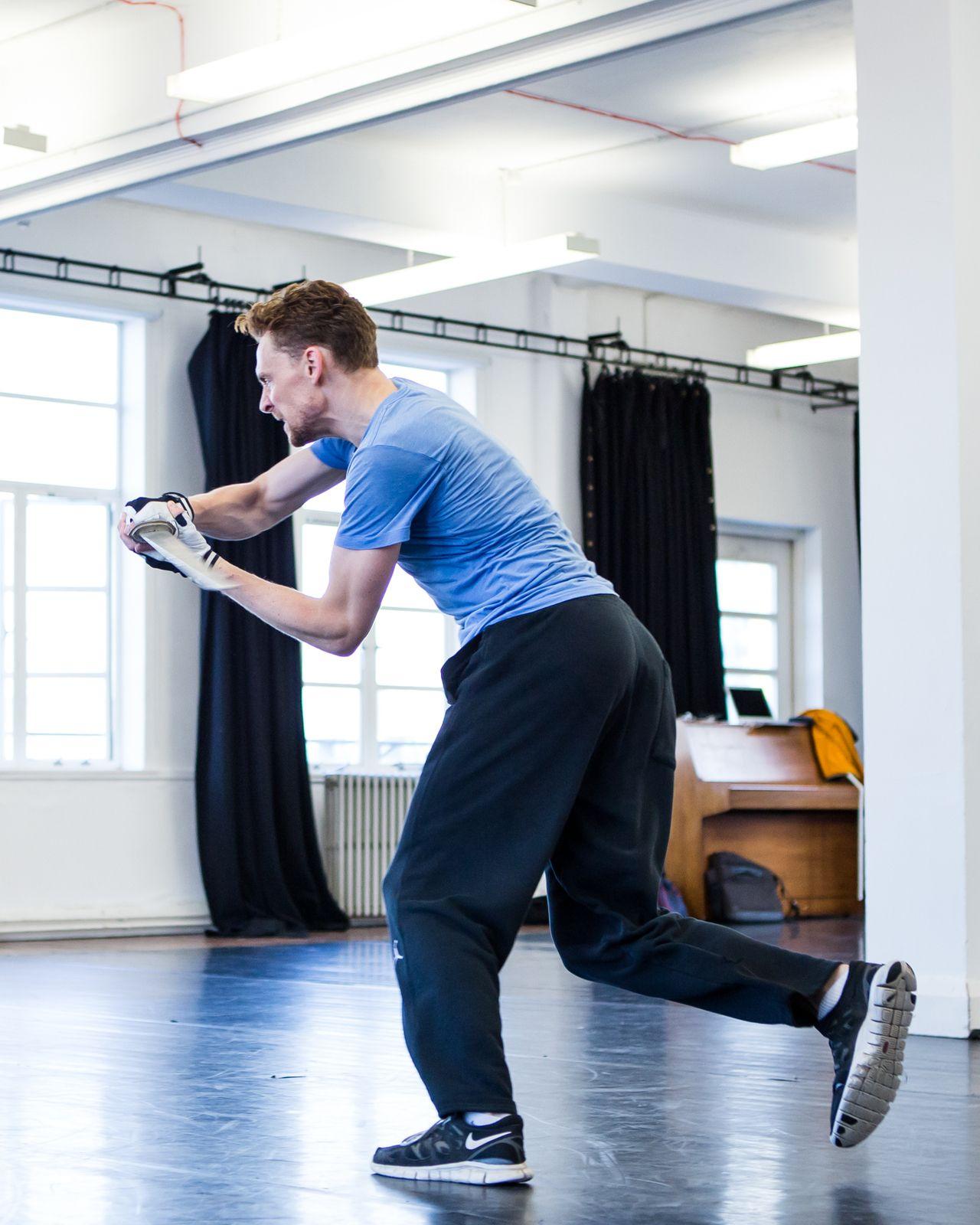 Tom Hiddleston during the rehearsal of 'Coriolanus' on September 30, 2013 [5x HQ]