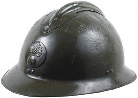 Un casque adrian de larme de terre franaise de la seconde un casque adrian de larme de terre franaise de la seconde guerre mondiale altavistaventures Choice Image