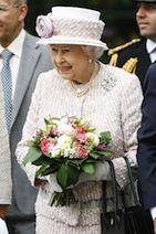 Queen Elizabeth II pays visit to 'Game of Thrones' set   TheCelebrityCafe.com