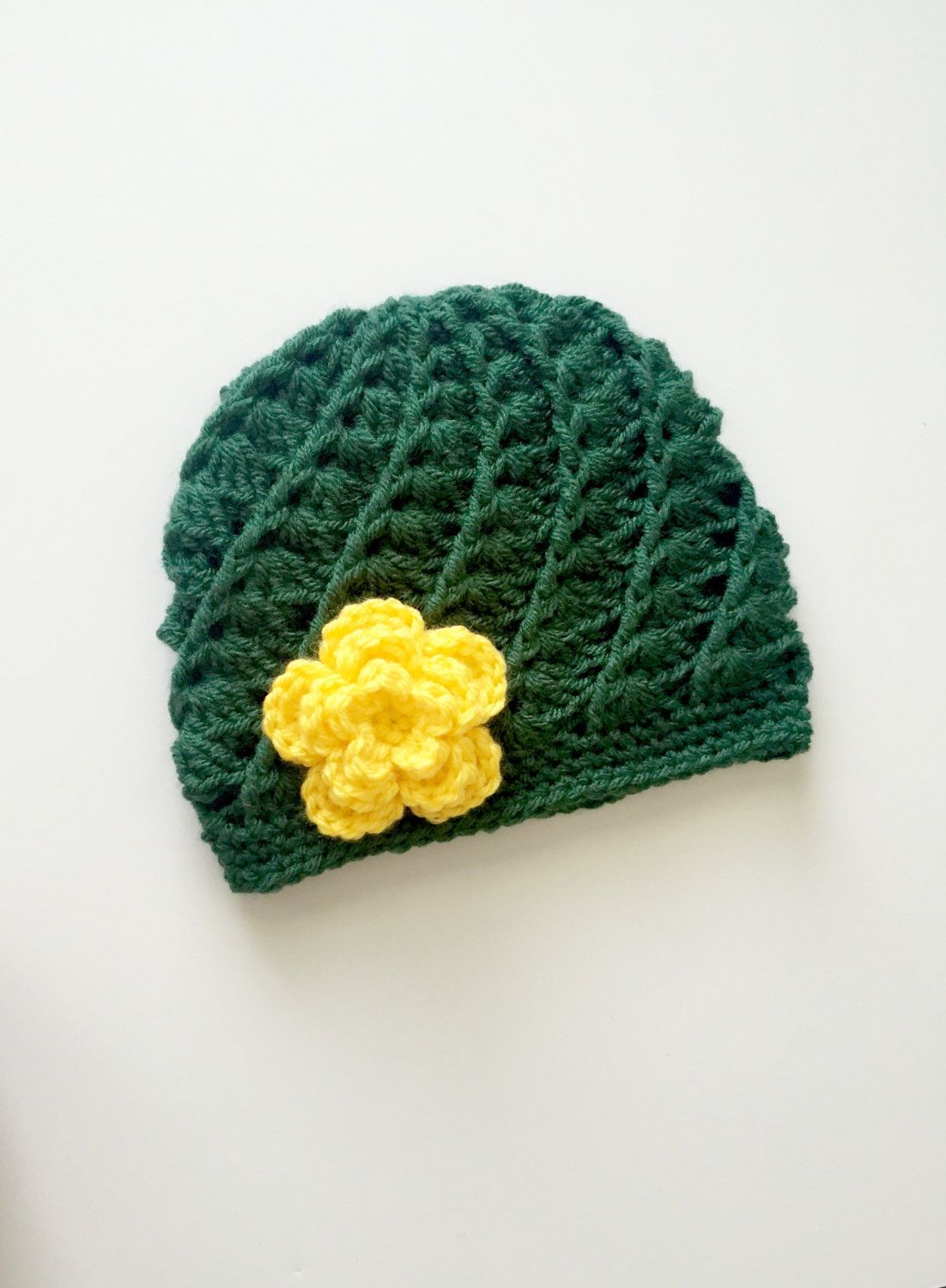 This Adorable Green Bay Packers Hat Is Made With A Soft 100 Acrylic Yarn With Crochet Flower With Pearl Securely Green Bay Packers Hat Packers Hat Baby Hats