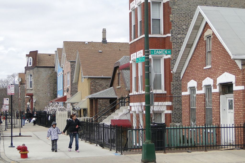 Apartments For Rent In Pilsen Chicago Il From 775 A Month Low Income Rent For A Dinky Apt Without Utiliti Chicago Neighborhoods Pilsen Chicago Apartment