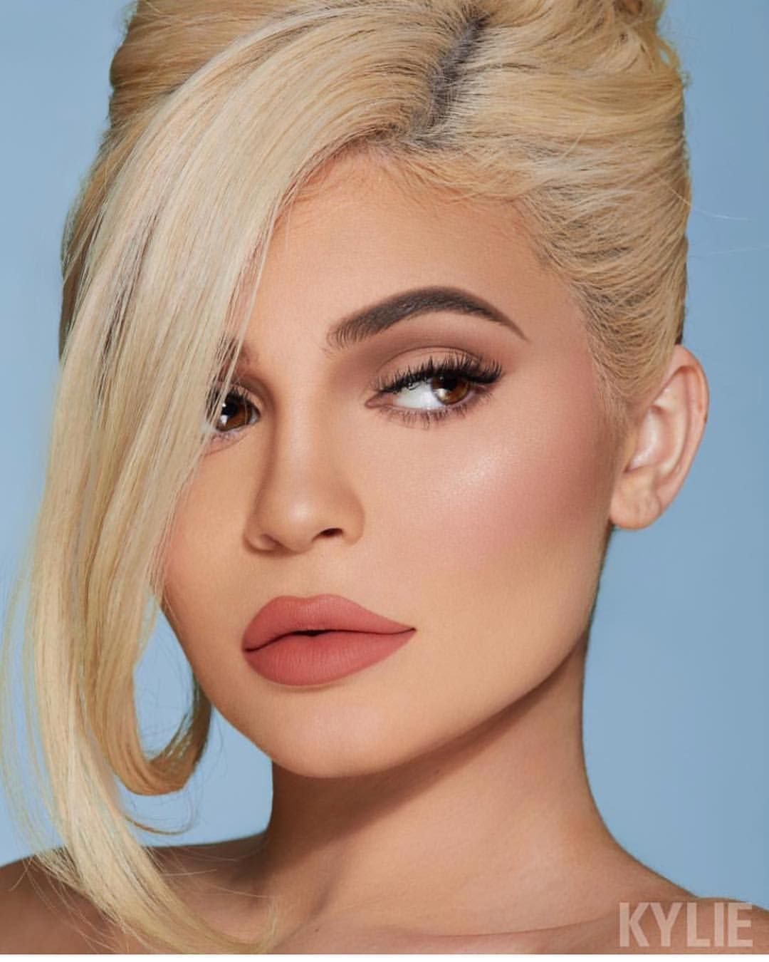 Hrush Achemyan On Instagram New Campaign For The Holidays With Kyliejenner Kyliecosmetics Makeup By St Kylie Jenner Makeup Kylie Jenner Style Kylie Makeup