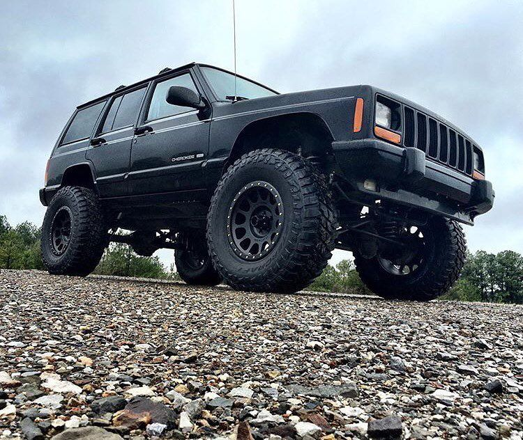 Blacked Out #XJOFFROAD Jeep Owner: @southernoffroad 30k