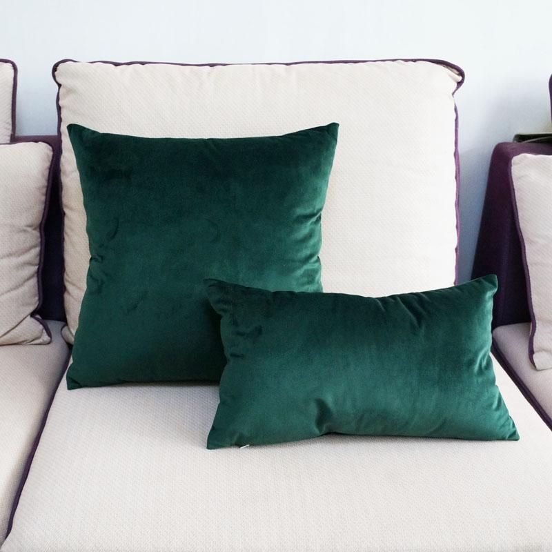This Beautiful Velvet Pillow Cover Will Add A Touch Of Elegance And Warmth To Your Space This Item Is Ma Green Pillows Green Velvet Pillow Green Throw Pillows