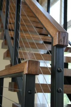Superbe WIRE STAIR RAILING, BLACK RAILING, WOOD COLOR ON HAND RAIL AND ON FLOATING  STAIRS