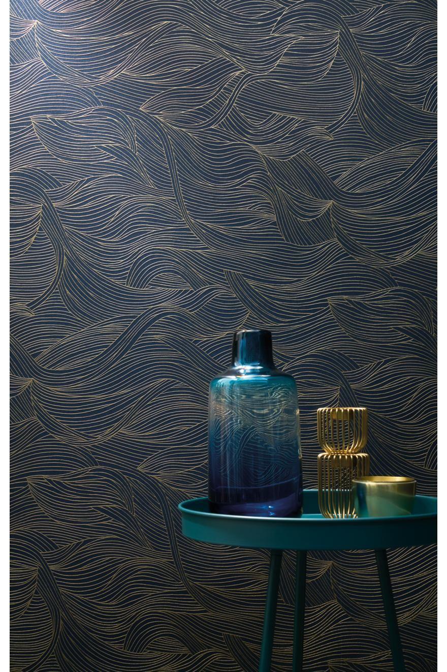 Papier peint vagues Alula bleu/or – Blossom de Casamance   Réf. CAS-74360620