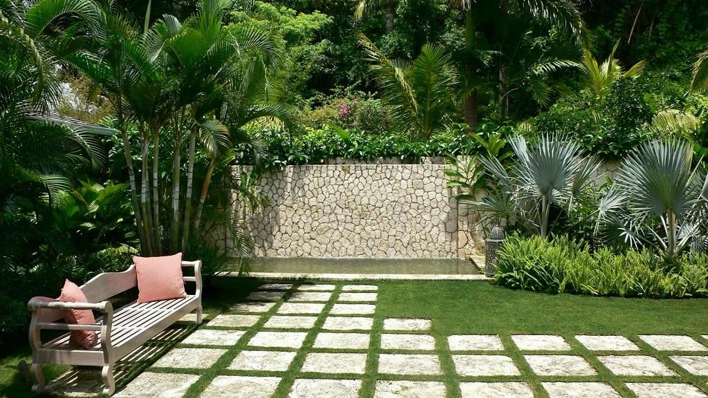 Beautiful Tropical Gardens Landscape Design Picture Tapja Com Small Tropical Gardens Garden Landscape Design Garden Ideas Long Narrow