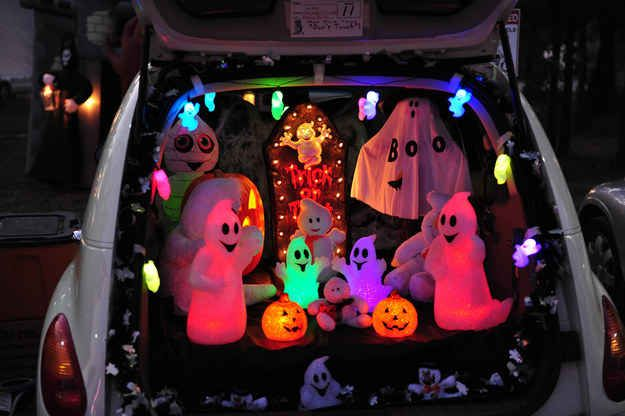 36 Trunk-Or-Treat Themes That Really Nailed It Halloween ideas - trunk halloween decorating ideas