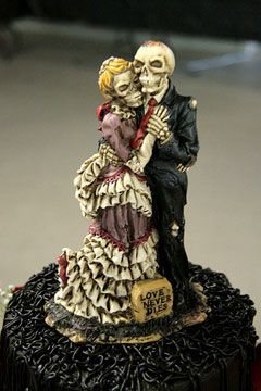 Bride of Frankenstein themed wedding | closeup of a corpse bride and ...