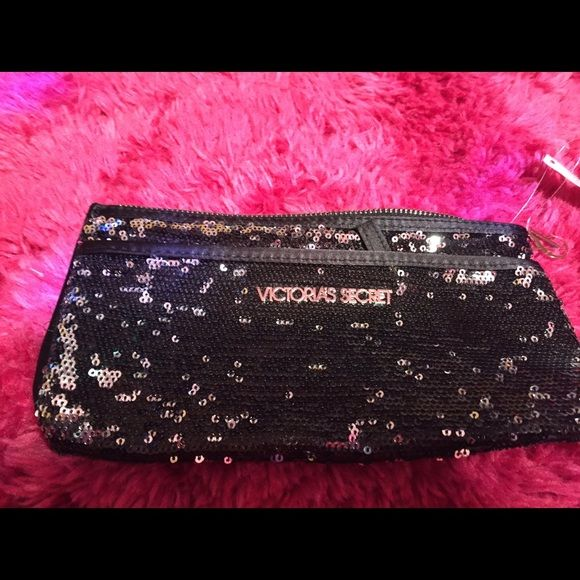 NEW Victoria's Secret Bling makeup bag NEW Victoria's Secret Bling makeup bag Victoria's Secret Bags Cosmetic Bags & Cases