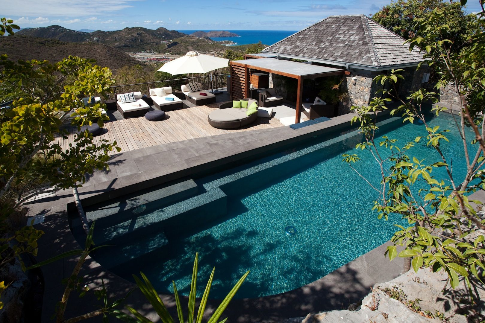Le Manoir de Lurin, 5-bedroom luxury estate on the hills of Lurin....the charm of an old Caribbean plantation house mixed with the latest features of a contemporary luxury villa.