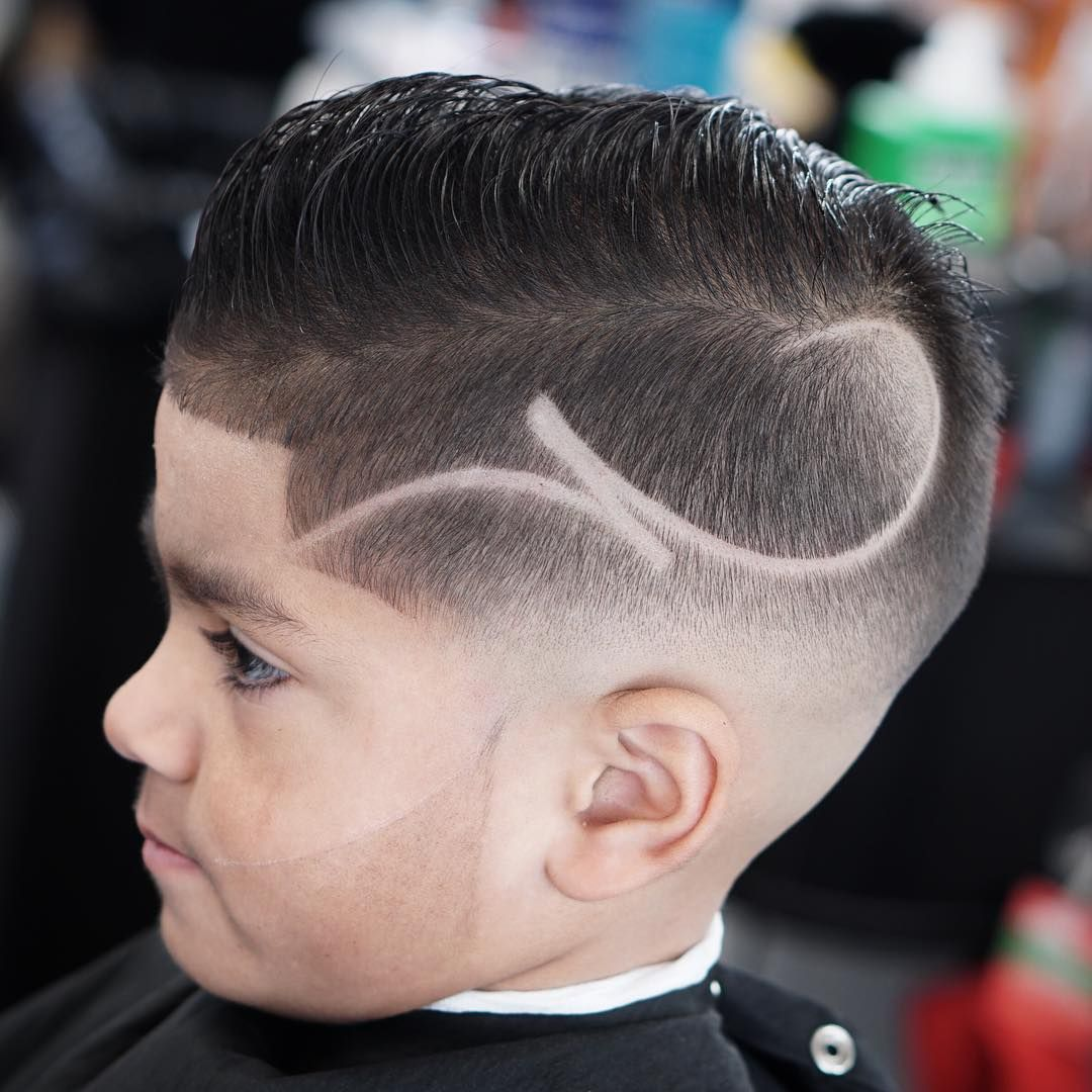 Short Pompadour + Design + Low skin fade Coiffure enfant