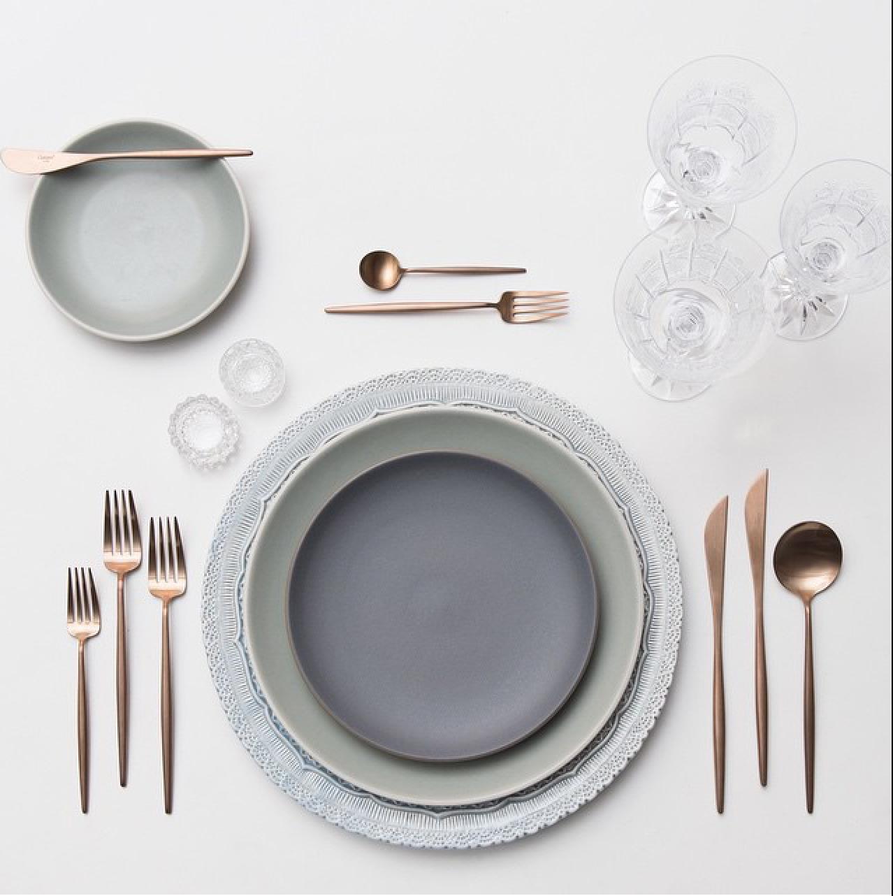 Soft Matte Grey Gold Flatware Clear Stemware Wedding Tablescapes Rose Gold Flatware Heath Ceramics Casa De Perrin