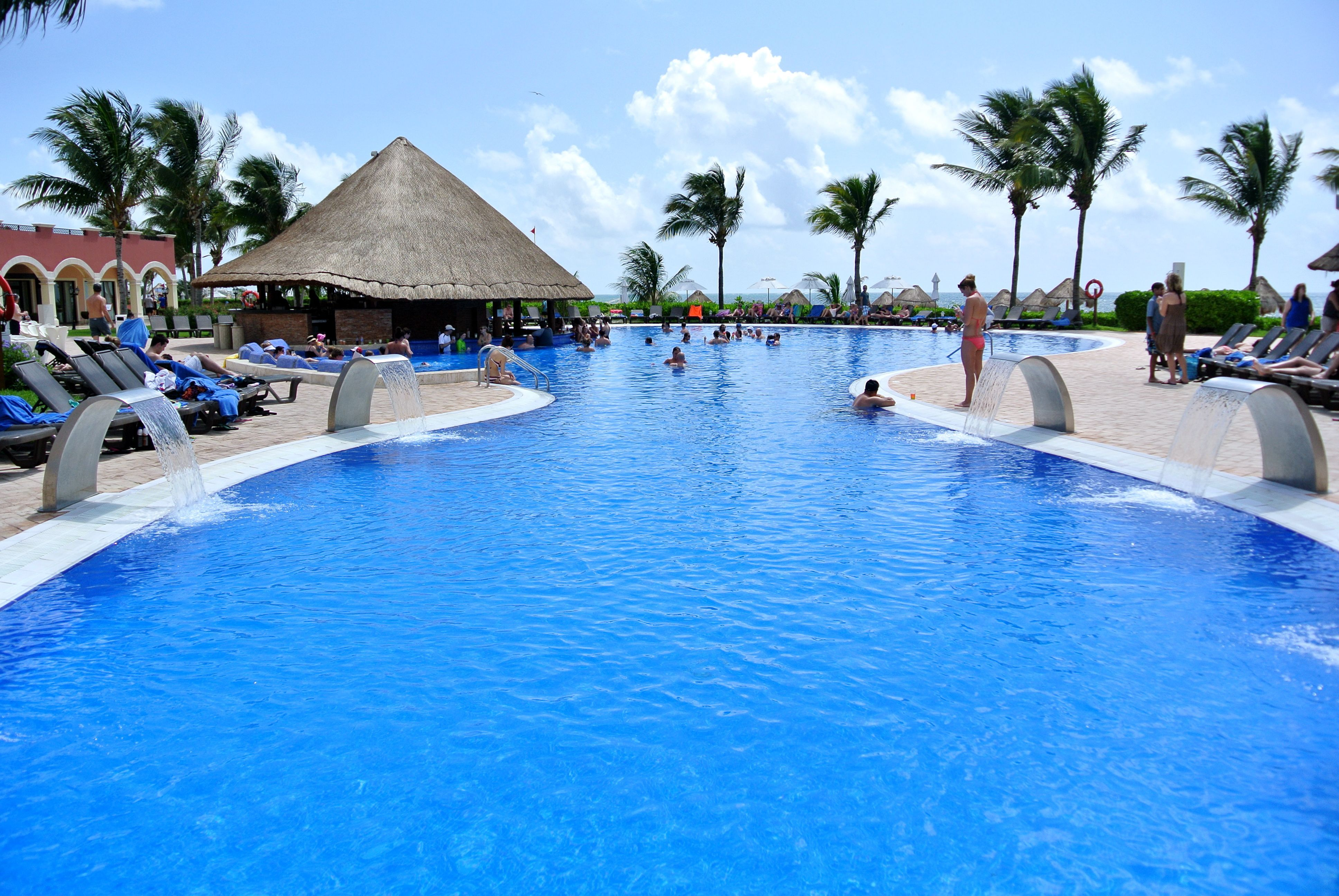 Ocean Coral and Turquesa Pool all inclusive resort.